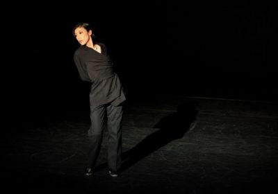 """""""She"""" di Saburo Teshigawara, sospeso tra avanguardia e lirismo, commuove e conquista la platea"""