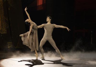"""Roberto Bolle, in prima serata su RaiUno, il 1° gennaio, con una manciata di illustri ospiti in """"Danza con me"""""""
