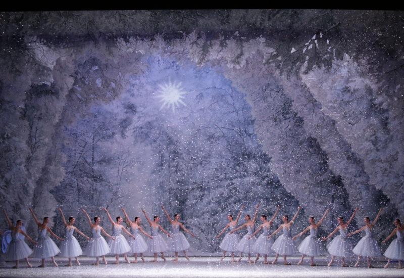 Tocco di onirica bellezza nella rivisitazione di Margherita Palli dello Schiaccianoci di Balanchine