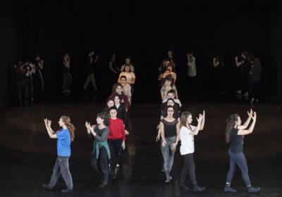 """Giornata Internazionale della Danza: cento giovani in Piazza San Carlo a Torino ricreano la celebre """"camminata"""" Pina Bausch"""