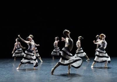 """I danzatori del Balletto Preljocaj sfidano la """"Gravità"""""""