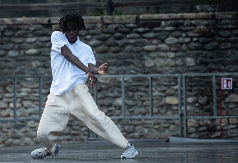"""Storia di un debutto: """"TOCCARE the White Dance"""" di Cristina Kristal Rizzo a TorinoDanza Festival e MilanOltre"""