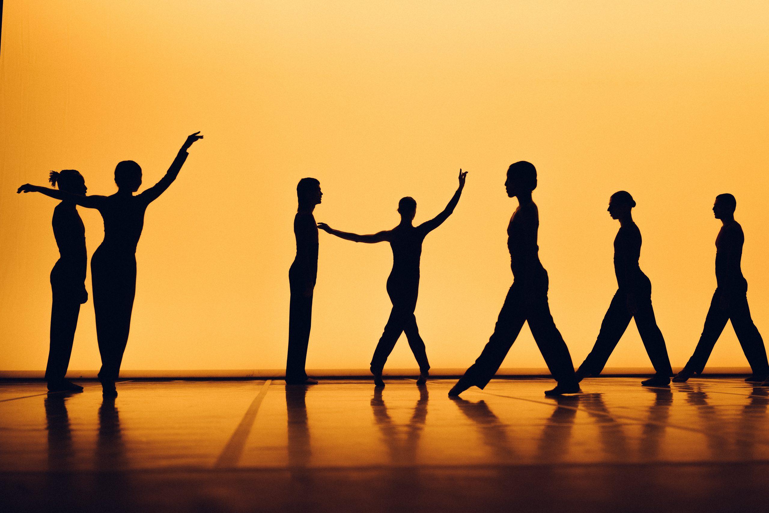Al Festival Bolzano Danza la morte ingiusta dei cigni di Radhouane El Meddeb e il Balletto National de Marseille con una serata a quattro firme: Childs, Carvalho, Ninja, Doherty.